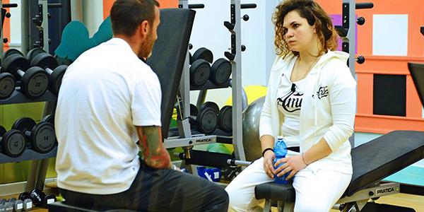 valentina-conosce-fabrizio-il-suo-personal-trainer-messa-a-dieta