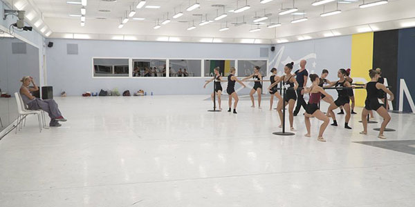 prima-lezione-di-danza-classica-con-la-maestra-celentano
