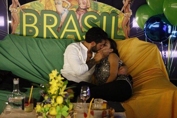 alessandro e lidia si baciano