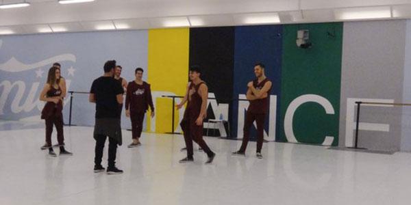 tutti-i-ballerini-a-lezione-con-baldi