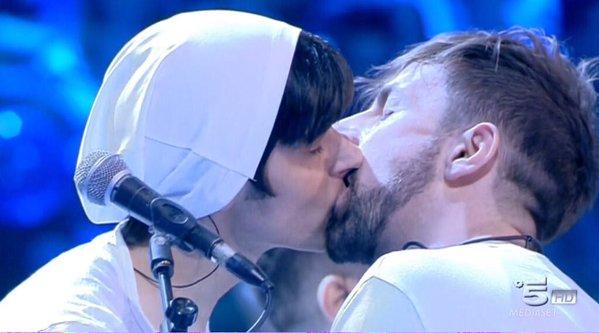 la rua bacio amici