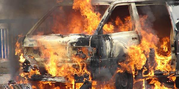 Un incendio distrugge due auto a Palermo, indagano i carabinieri