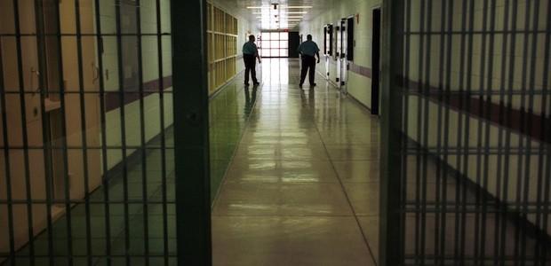 suicidio in carcere rebibbia impiccato in cella