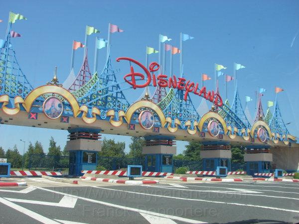 Grave incidente a Disneyland Paris | Bimbo di 5 anni in ...