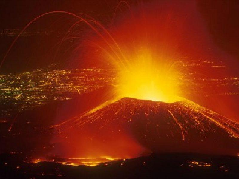 allerta rossa etna, allerta rossa spazi aerei etna, cratere belvedere, cratere sud est etna, eruzione etna, Etna, etna torna attivo