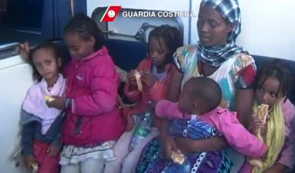 Flash mob per ricordare i morti di Lampedusa | Iniziativa a piazza Montecitorio