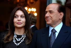 """Dimezzato l'assegno a Veronica Lario   Berlusconi pagherà """"solo"""" 1,4 milioni"""