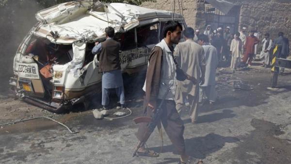 Assalto kamikaze in una base militare a Jalalabad | Morti i sei attentatori e un soldato della Nato