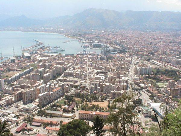 Palermo, una città che si svuota | Diminuiscono gli abitanti, crescono gli immigrati
