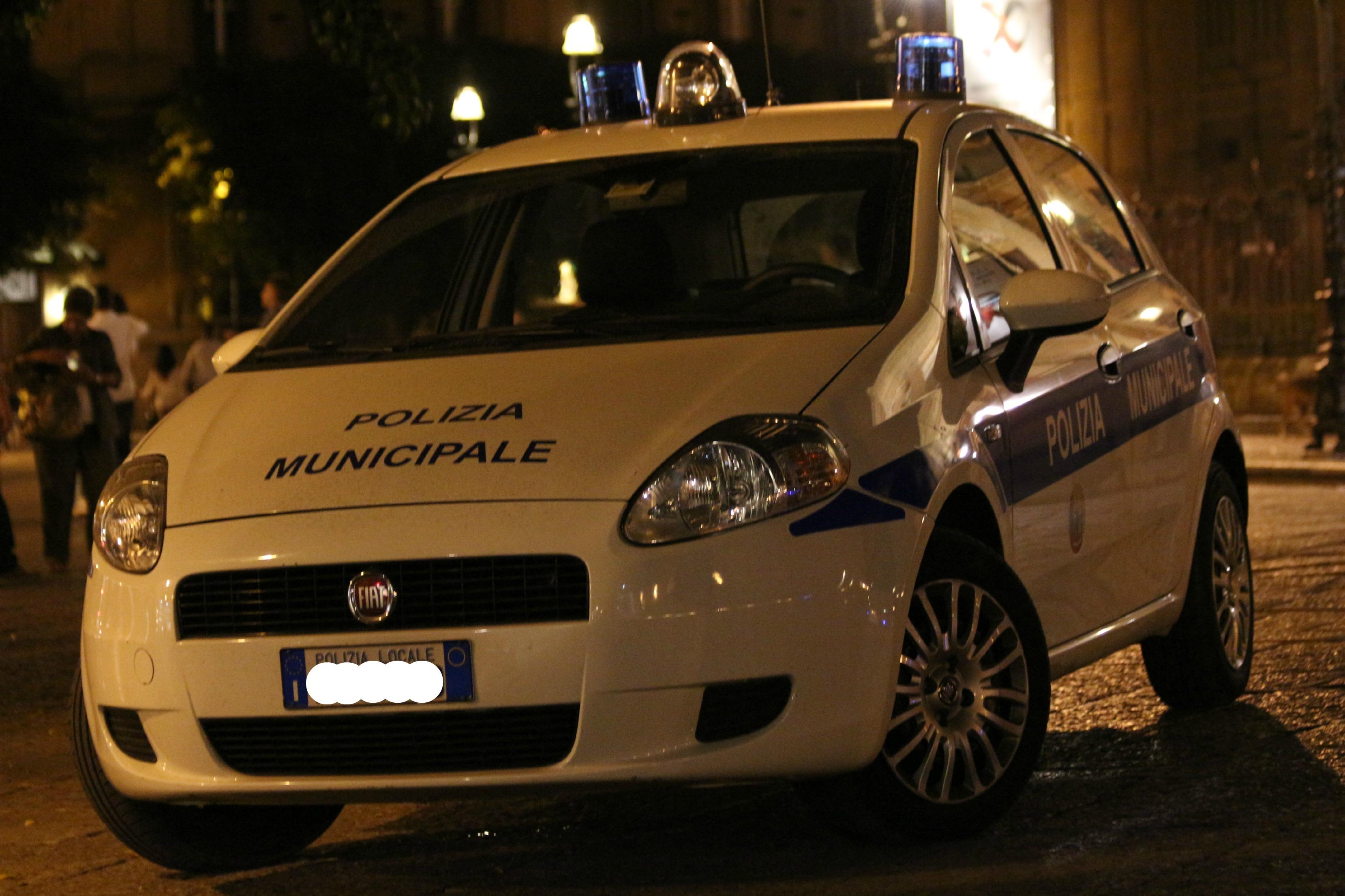 Incidente stradale nel Palermitano, muore una donna | L'auto si è schiantata contro un muro, grave il fratello