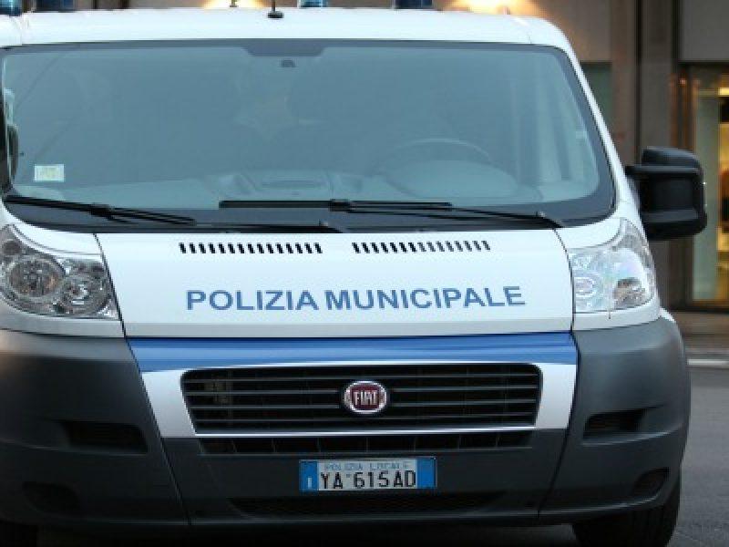 roma donna muore investita da auto, roma muore 70enne investita da auto, una donna muore investita da auto a roma