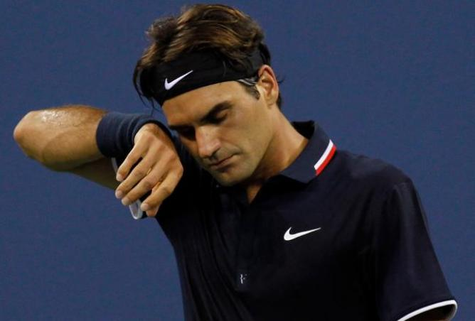 Tennis, Roger Federer infortunato: intervento al menisco