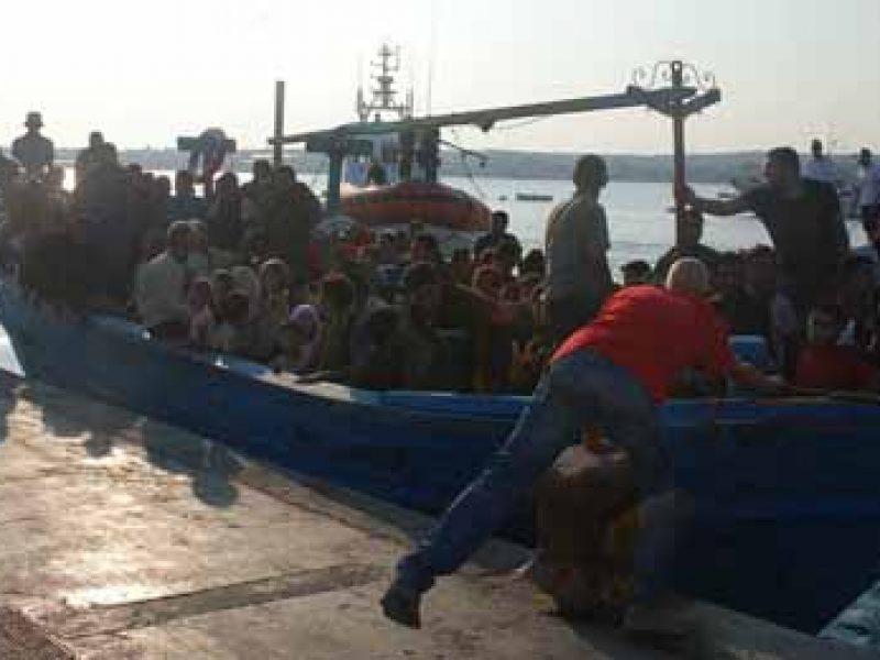 immigrazione, migranti sampieri, migranti a nuoto sampieri, migranti arrivati a sampieri, migranti abbandonati in mare, migranti bagnati sampieri, ragusano, sbarchi sicilia, emergenza sbarchi, mare nostrum