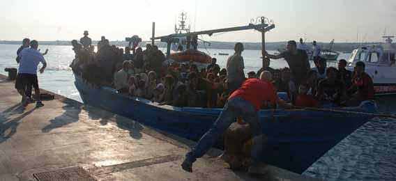 Soccorsi 726 migranti diretti ad Augusta | A Ragusa sono stati arrestati 2 tunisini