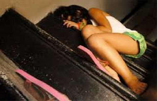 Costringeva la figlia 14enne a prostituirsi | Denunciata la madre nel Reggiano