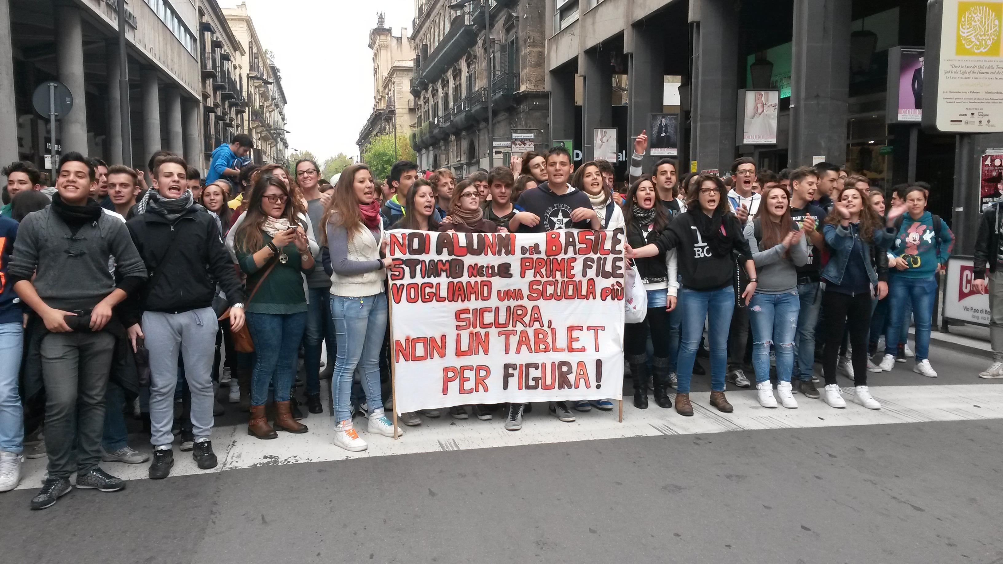 Legge di Stabilità, cortei in tutta Italia | Scontri e proteste da Milano a Palermo