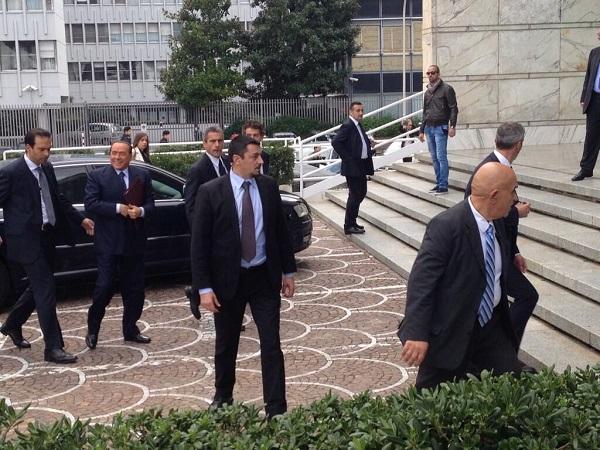 Berlusconi schiaccia l'occhio al Mattarellum | e incorona Renzi suo avversario