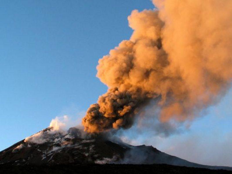etna nuova emissione cenere lavica, etna nuova eurzione vulcanica, vulcano etna nuova eruzione