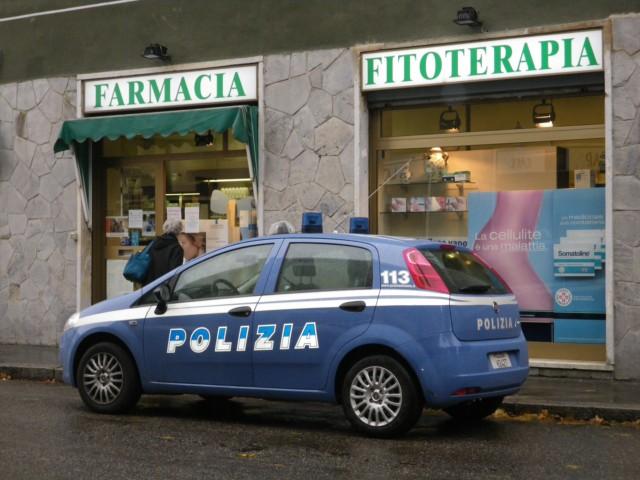 Rapinano una farmacia con un taglierino sporco di sangue | Paura in via Leonardo da Vinci a Palermo