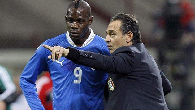 Mondiali, tutta l'Italia dietro le bizze di Balotelli | Prandelli scommette su di lui, i tifosi no