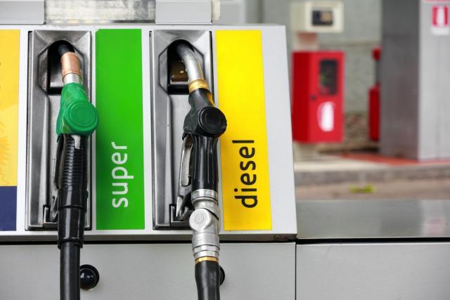 In Italia il diesel più caro d'Europa, le tasse incidono per il 60%
