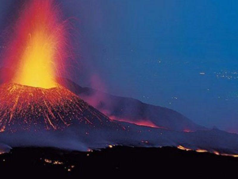 10 feriti Etna, colate laviche etna, eruzione etna, esplosione cratere Etna, Etna, feriti cratere etna, feriti esplosione etna