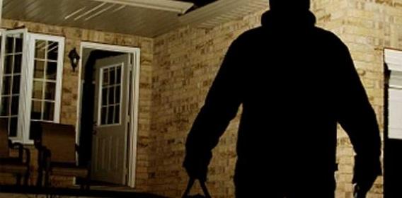 furto-casa-ladro