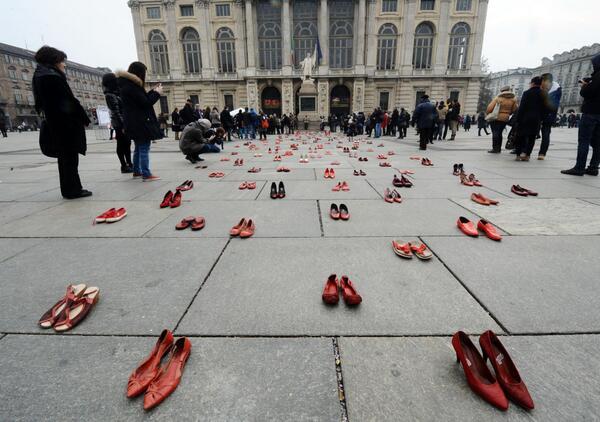 Giornata contro la violenza sulle donne   Iniziative e flash mob da Nord a Sud