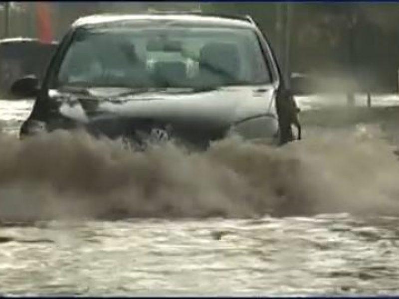 donna intrappolata in macchina a balestrate, vigili del fuoco salvano donna intrappolata in macchina, balestrate, maltempo, pioggia, sicilia