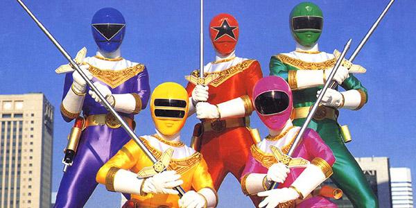 """""""Rosso giallo più, rosa nero e blu"""". I Power Rangers compiono 20 anni"""
