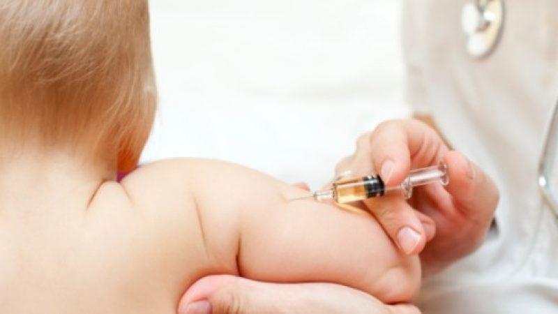 Vaccini obbligatori, per i genitori che si rifiutano non sono previste sanzioni