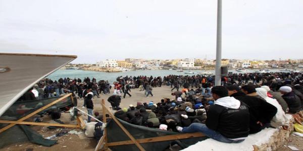 """Assegnato a Lampedusa il premio """"Italiano dell'anno 2013""""   Don Sciortino: """"Una scelta che premia gli abitanti dell'isola"""""""