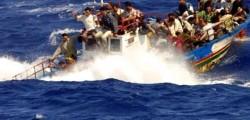 immigrazione, sbarchi migranti, barconi soccorsi, donne migranti, bambini migranti sui barconi, guardia costiera italiana