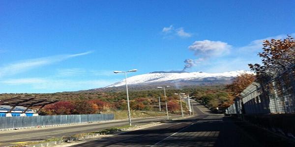 Etna, una forte esplosione apre una bocca sul cratere sud est   Nessun disagio all'aeroporto di Fontanarossa