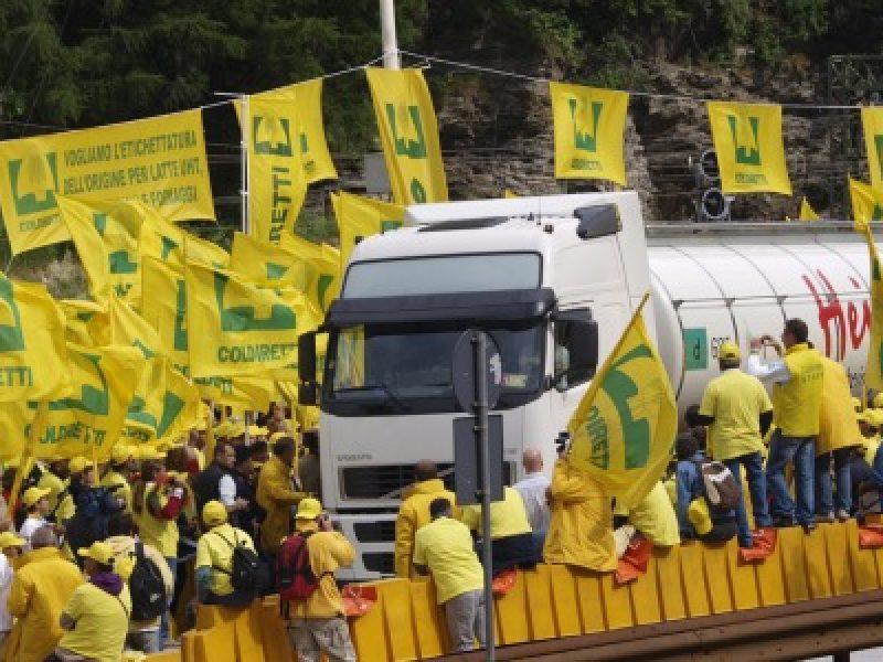 protesta agricoltori frontiera Brennero