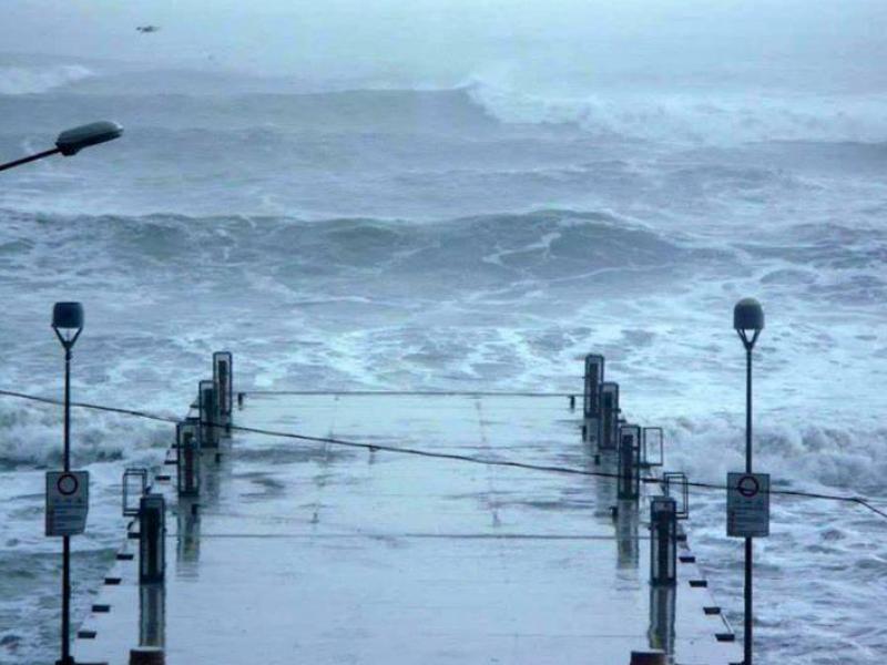 sicilia maltempo, tempesta di natale isole eolie, isole eolie isolate, isolate isole minori sicilia, forte vento, maltempo, vento, raffiche