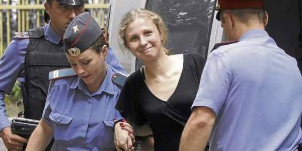 """La Pussy Riot liberata: """"L'amnistia? Solo un'operazione di propaganda"""""""