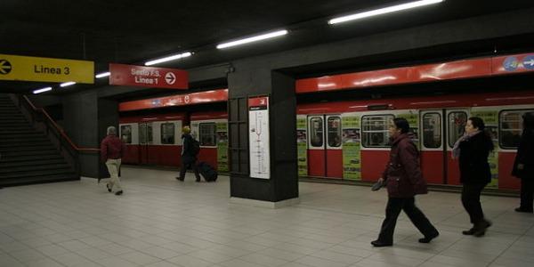 Flash mob dei pendolari nella metro di Roma | Alla stazione Piramide bloccati i tornelli