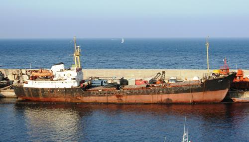 Motonave ucraina al porto di Palermo verrà rimossa dopo 13 anni   Era diventata un deposito di rifiuti pericolosi