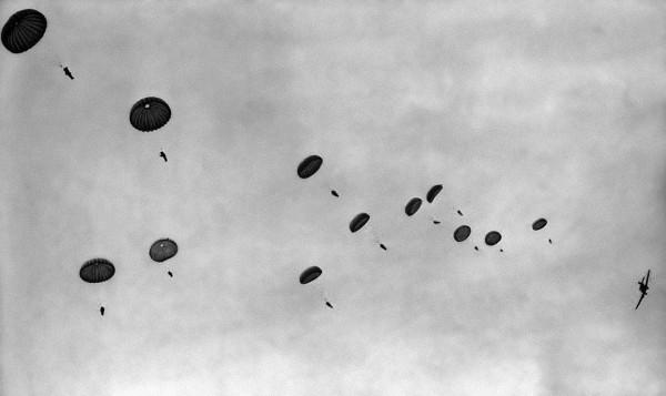 Si scontrano in aria dopo un lancio con il paracadute | Morte due persone in Arizona