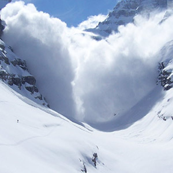 Valanga in Alto Adige, morti due alpinisti: ferita una donna
