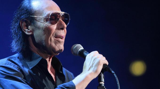 """Venditti """"ritorna al futuro"""": il cantante racconta il suo nuovo tour"""