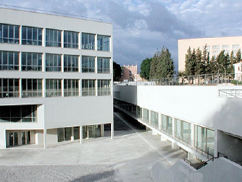 Palermo professore si incatena alla facolt di for Facolta architettura palermo