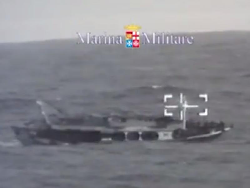 30 morti barcone, barcone con morti, soccorso barcone con morti, barcone con 30 morti, barcone morti, peschereccio migranti morti, tragedia canale di sicilia