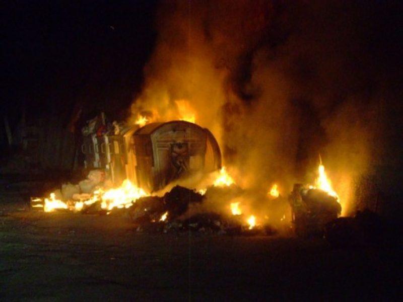 cassonetti in fiamme a palermo