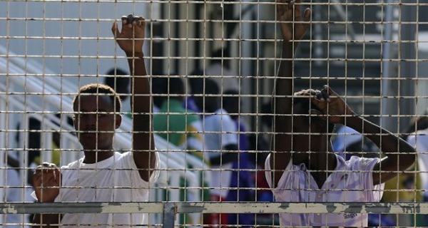 Dieci migranti in sciopero della fame al Cie | Da ieri non ritirano i propri pasti