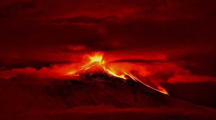 Etna, eruzione lampo dal cratere di sud est /FOTO | Cenere su Bronte, il sindaco chiude le scuole