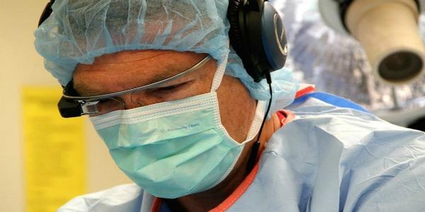 I Google glass arrivano in sala operatoria | Due occhi in più per il chirurgo