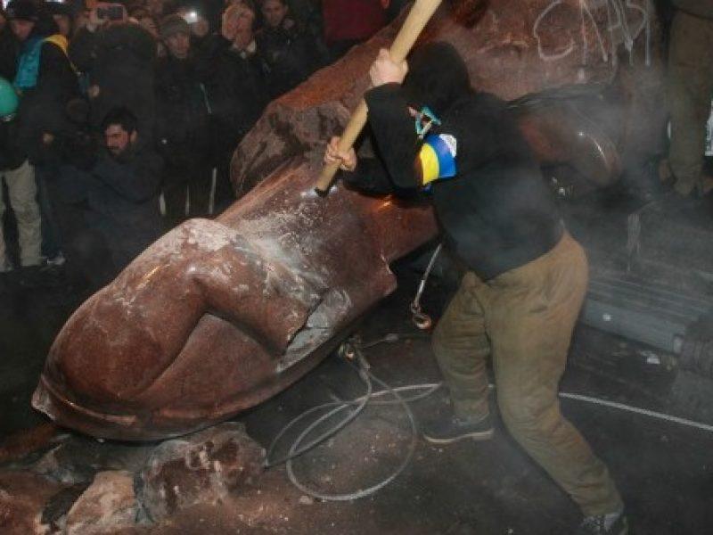 abbattuta statua lenin