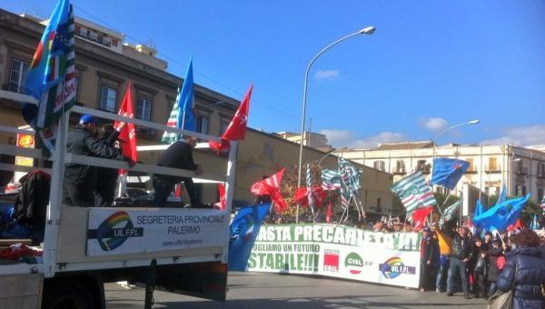 """Precari, Crocetta annuncia: """"Pronto un emendamento nazionale""""   Ma i sindacati non gli credono più"""